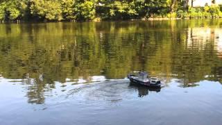 RC loďka Máňa s realnými zvuky lodní sirény a motoru