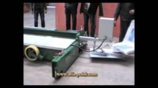 Работа укладчика резиновой крошки в покрытия.wmv(, 2011-06-01T05:33:47.000Z)