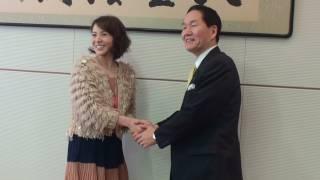 平成24年1月27日、「うどん県」副知事・木内晶子さんが浜田知事を表敬訪...