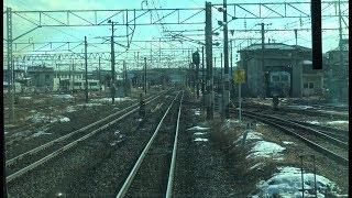 広大な駅構内の小牛田駅と松山町駅間を走行する東北本線上りE721系の前面展望