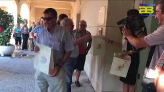 El Ayuntamiento de Almería reparte 1000 banderas de España por el Día de la Hispanidad