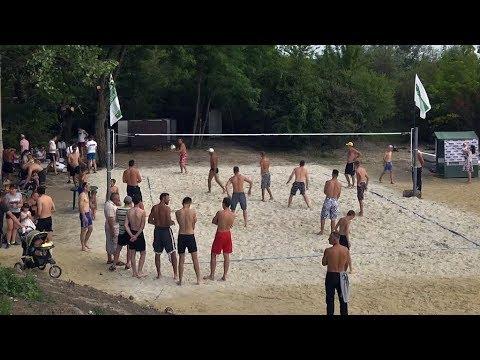 У Коломиї облаштували майданчик для пляжного волейболу