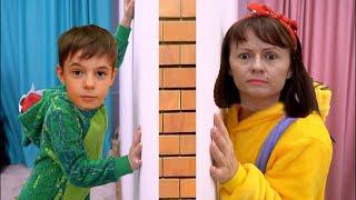 Bogdan in camera magica  أطفال وأمي في الغرفة السحرية!