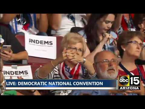 Tom Harkin teaches Democratic National Convention sign language