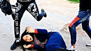 اعتداء علي اخته وسرقوها أمام الملأ لأنا أخوها😢...(دنيا دوارة) شاهدوا الفيديو