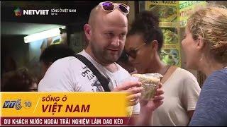 Sống ở Việt Nam - Du khách nước ngoài trải nghiệm làm dao kéo tại làng Đa Sỹ - Số 10   NETVIET TV