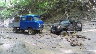 ру УАЗ 3909 4 фермер и rc Land Rover Defender 110 на бездорожье