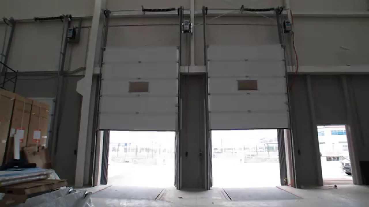 Puerta tipo guillotina o vertical lift con equipamiento for Puerta guillotina