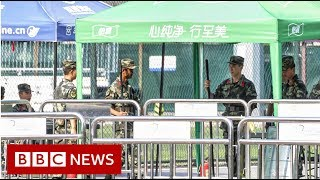 Hong Kong: British consulate staffer 'detained at China border' - BBC News