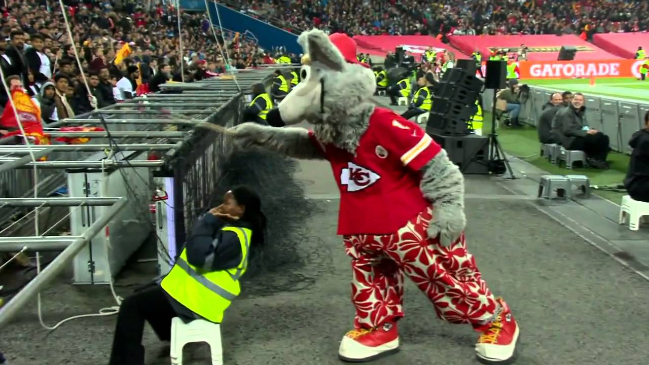 Kansas City Chiefs Mascot Scares Security Guard Chiefs Vs Lions Nfl Youtube