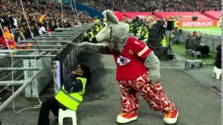 Kansas City Chiefs Mascot Scares Security Guard! | Chiefs vs. Lions | NFL