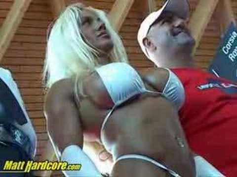 Jennifer Flexes Her Body (Female Bodybuilder) !!!Kaynak: YouTube · Süre: 1 dakika8 saniye