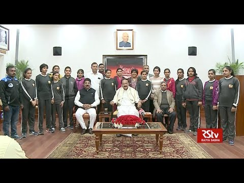 Vice President interacts with students of Bohra Central School, Jalgaon