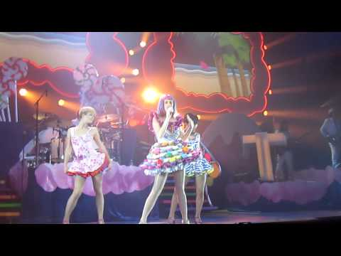 Katy Perry - California Girls live in Auckland, NZ, 8/05/11