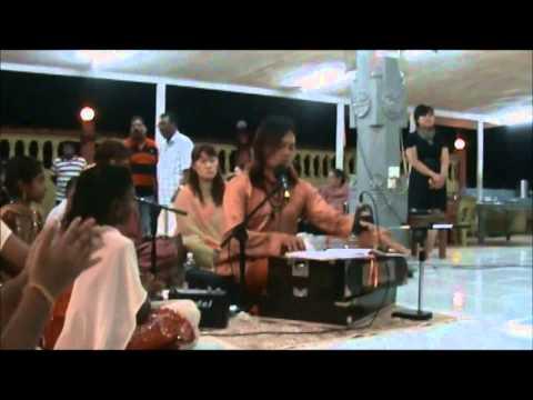 Bomma Bomma Tha sung by Chong Chiu Sen - Sai Madhana Mohan Kumar in Kuching, Sarawak.