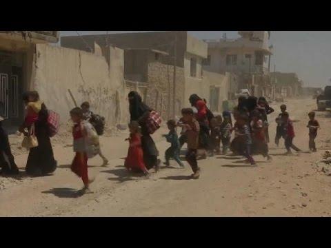مدنيو الموصل القديمة.. بين همجية داعش وضراوة المعارك  - نشر قبل 4 ساعة