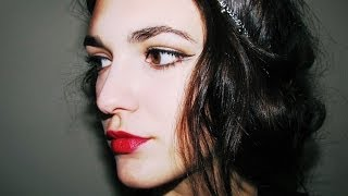 Classic Hollywood makeup look    Black winged eyeliner and red lips. Thumbnail