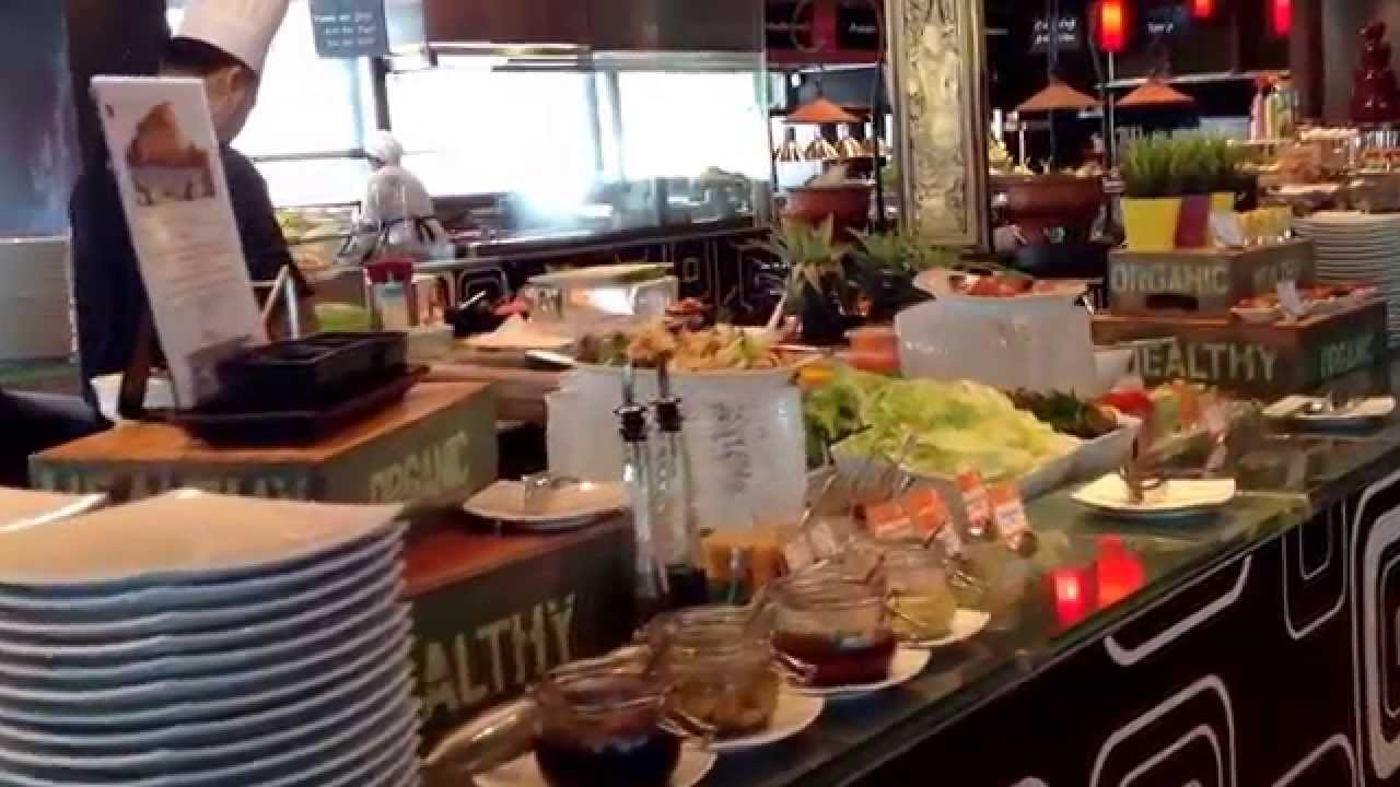 Buffet At Novotel Siam Square Bangkok Thailand Serves Halal Food