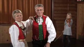Springar frå Osterøy. Del 5 av 6: Heile dansen i bunad