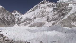 Four more deaths on traffic-jammed Everest