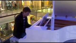 Ludovico Einaudi -- Fly (OST 1+1 (Неприкасаемые)) в метрополисе