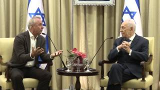 President Shimon Peres meeting with football legend, Johann Cruyff