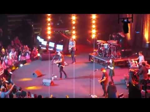 Phil Wickham - Hosanna (Praise is Rising) - at Long Beach Convention Center August 1, 2015