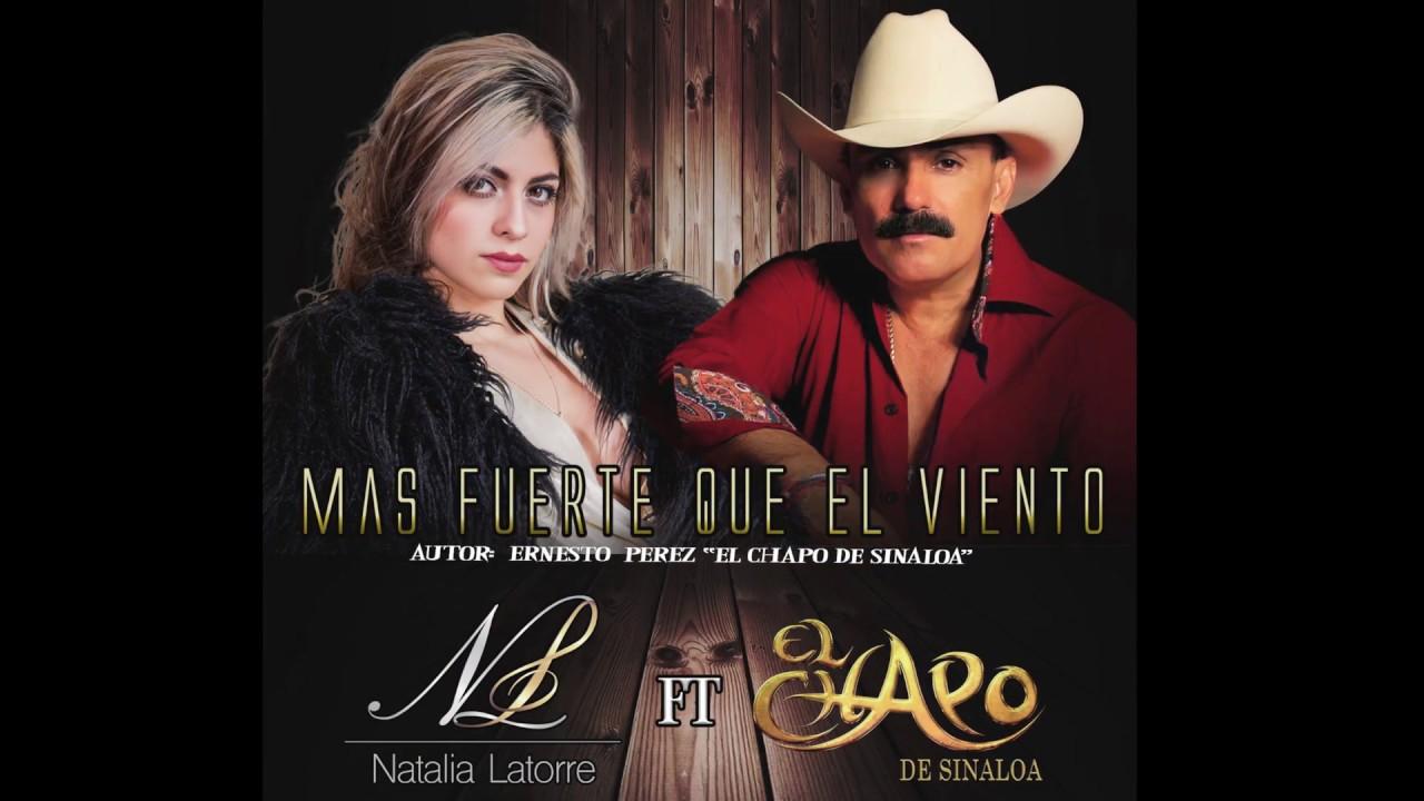 AVÍS: avui diumenge i dilluns tindrem ratxes de vent fort de l'Oest. Poden superar els 70 km / h. Forta maror al mar. Es produiran alguns xàfecs amb possibilitat de tempestes. Només hi ha una cosa que serà més fort que el vent que tindrem avui ... i és l'amor ... Això és el que ens expliquen Natalia Latorre, cantautora de Bogotà i Ernesto Pérez, més conegut com El Chapo de Sinaloa, un actor, cantant i compositor mexicà dins del gènere Regional mexicà.