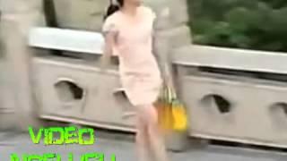 gokil video lucu orang gila remas susu cewek cantik yang melintasinya
