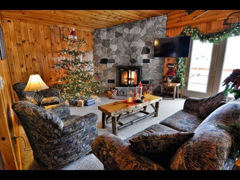 Spend the Holidays in Wisconsin's Northwoods | Four Seasons Resort Christmas Cabin