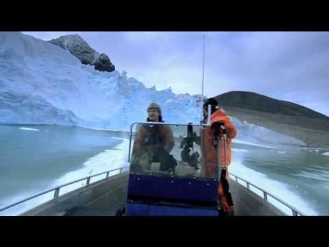 Arctic Glacier collapses   Too close for comfort
