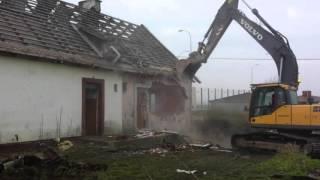 Stare Babki znikną powierzchni ziemi. Trwa wyburzanie budynków