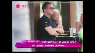 Luis Miguel solito (2 rubias lo desean) y él espera en Miam...