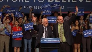 Sanders edges out Clinton in major Michigan upset