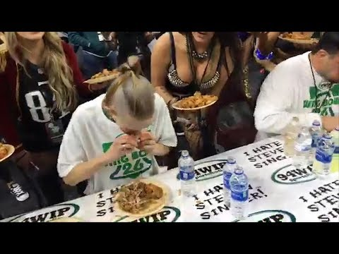 127-Pound Woman Devours 501 Wings in 30 Minutes Setting World Record