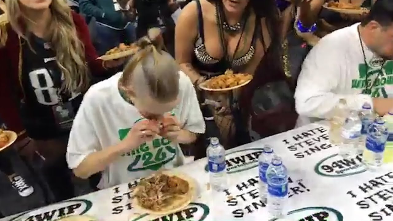 127 Pound Woman Eats 501 Wings In 30 Minutes, Sets Wing Bowl Record