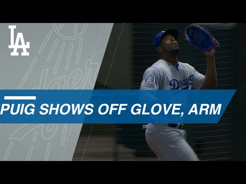 Yasiel Puig makes a fantastic catch and throw in the 14th