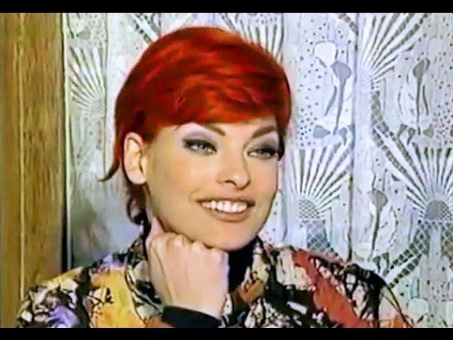 Cindy Crawford Reporting On Linda Evangelista 1992 Youtube