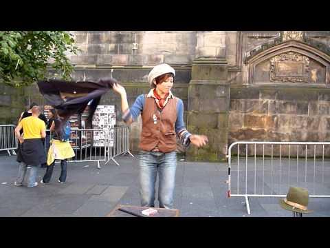 Edinburgh Fringe 2010: funny female magician Billy Kidd.