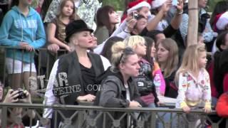 Gwen Stefani & Gavin Rossdale have a fun filled day at Disneyland!