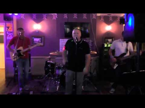 High Heeled Sneakers live @ The Woodman Halstead 24 08 2014