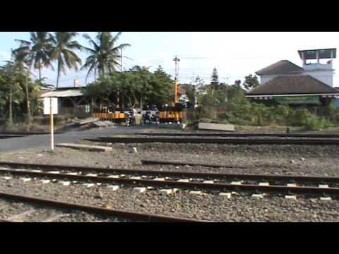 Kereta api di Stasiun Brambanan