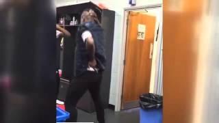 Emenike dans etti sosyal medya yıkıldı