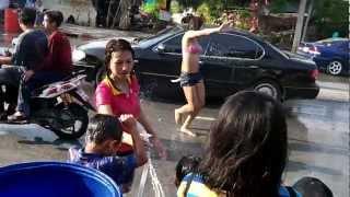 Repeat youtube video Thai New Year Songkran Festival 2012, Ladyboy goes crazy on Saimai Road Soi