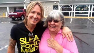 Woman pays for Keith Urban at Wawa