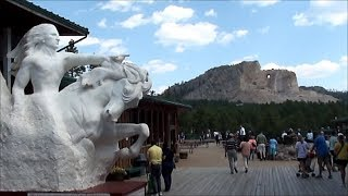 同じ巨大彫刻だが、片方は政府の援助で形ができたが、未完成のまま終わ...