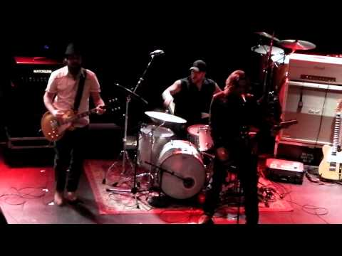 Black Bottle Riot - Bright Light City (Live @ Poppodium Metropool, Hengelo 17-12-2011)