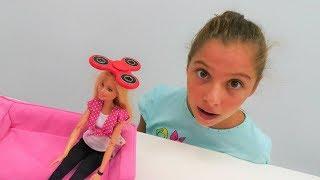 Barbie ve Polen Stres Çarkı #Challenge. #Barbieoyunları. Eğlenceli yarış oyunu kızlar için