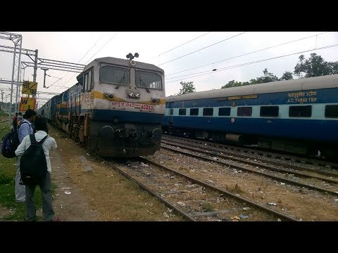 11054 Azamgarh Express And 13005 Punjab Mail Parallel Entering Janghai Junction