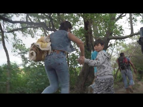 Video: Desperate Venezuelans flee across border to Colombia